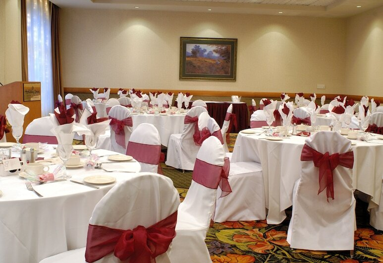 Holiday Inn Hotel and Suites North Vanco