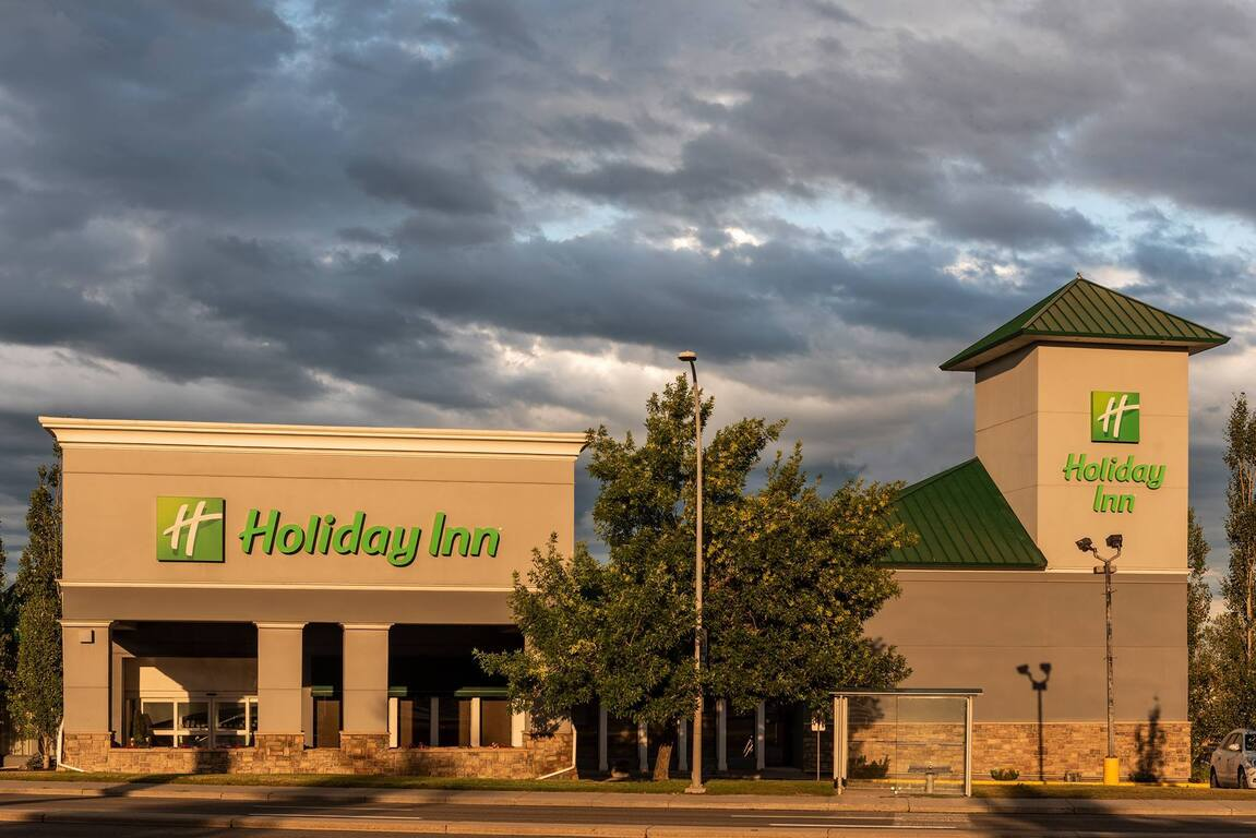 Holiday In Macleod Trail South